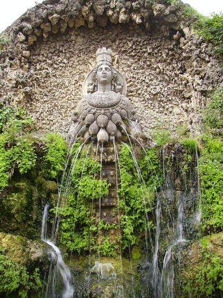 800px-Fontana_di_Diana_Efesina-Tivoli,_Villa_d'Este