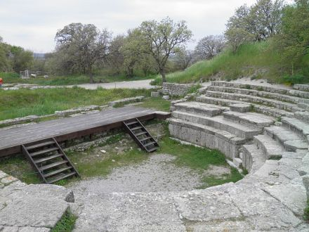 800px-Hadrianic_Odeon_in_Troy_IX_(Ilion).Turkey_(3)