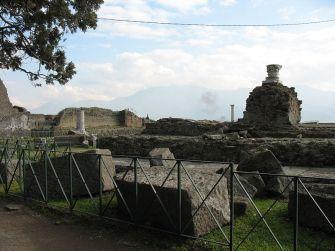 800px-Pompeii_-_Temple_of_Venus