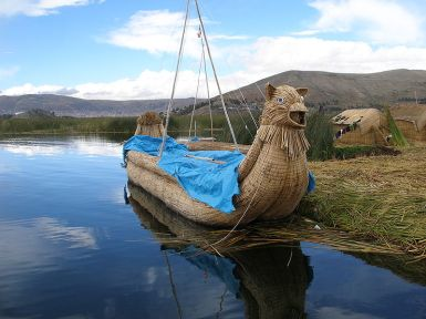 800px-Reed_Islands_of_Lake_Titicaca_-b