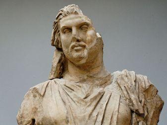 800px-Statue_Maussollos_BM_Sc1000_n2