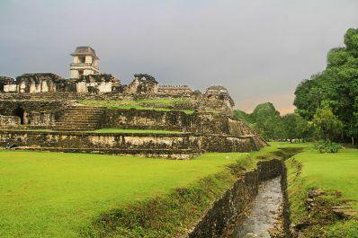 800px-The_Palenque_Palace_Aqueduct