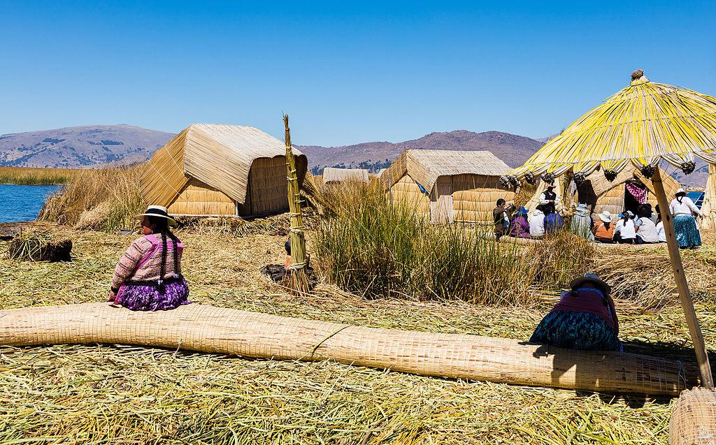 Islas_flotantes_de_los_Uros,_Lago_Titicaca,_Perú,_2015-08-01,_DD_30