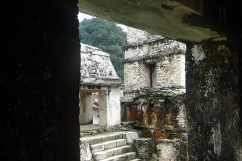 Palenque_Palace_inner_view