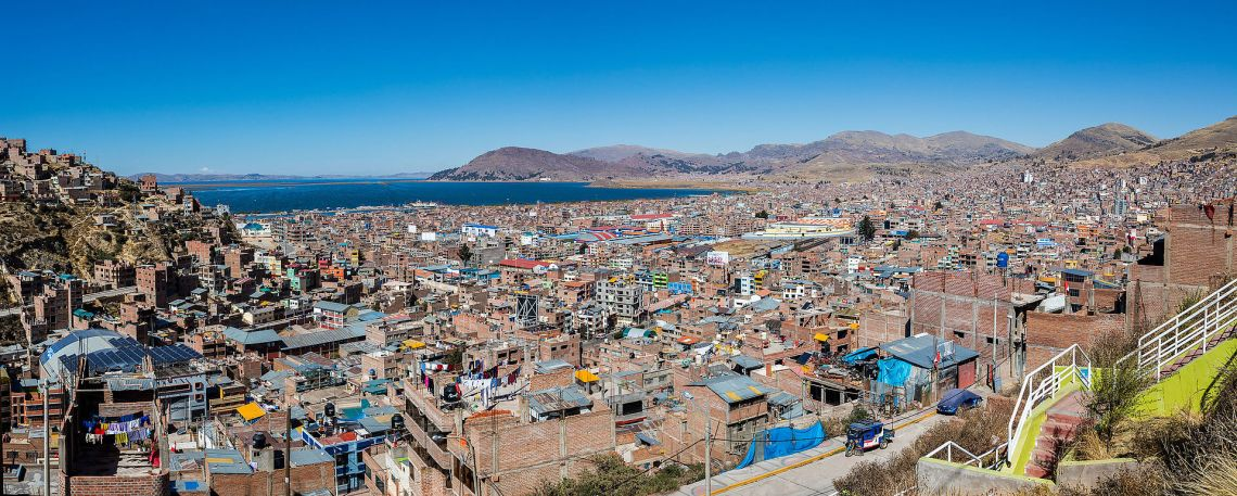 Vista_de_Puno_y_el_Titicaca,_Perú,_2015-08-01,_DD_53-54_PANA view of Lake Titicaca taken from the city of Puno