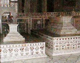 The false sarcophagi of Mumtaz Mahal and Shah Jahan in the main chamber.